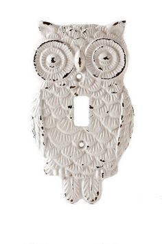 owl light switch plate   [At first glance, I thought it was a crocheted appliqué.]