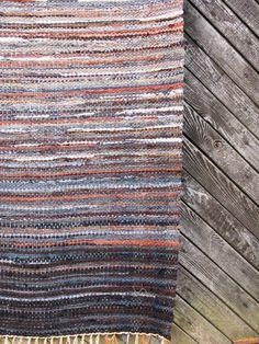 Handwoven rag rug x rock'' by Gunaspalete on Etsy Loom Weaving, Hand Weaving, Rugs On Carpet, Carpets, Homemade Rugs, Rug Inspiration, Rag Rugs, Weaving Projects, Rug Ideas