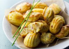 "750g vous propose la recette ""Mini Madeleines ananas et lardons"" notée 4/5 par 95 votants. Madeleine Chorizo, Mini Madeleines, Xmas Food, Baked Potato, Baked Goods, Risotto, Potato Salad, Buffet, Shrimp"
