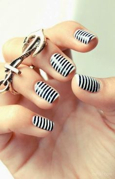 decoracion+de+uñas+a+rayas+negras+sobre+blanco.jpg (410×640)