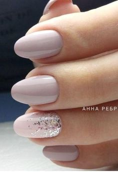 On average, the finger nails grow from 3 to millimeters per month. If it is difficult to change their growth rate, however, it is possible to cheat on their appearance and length through false nails. Ongles Beiges, Hair And Nails, My Nails, Pink Nails, Bride Nails, Nail Polish, Nail Nail, Nagel Gel, Perfect Nails
