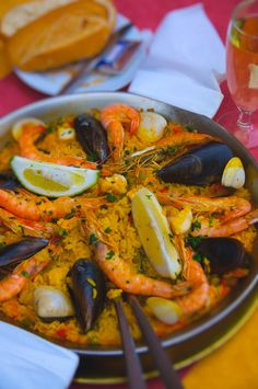 Dicen que la mejor paella del mundo la hacen en Valencia... ¿Estás de acuerdo? > http://www.diariosur.es/rc/20130915/sociedad/mejor-paella-201309151921.html