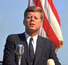John Kennedy quotations and sayings with pictures. Famous and best quotes of John Kennedy. John Kennedy, Les Kennedy, Kennedy Speech, Greatest Presidents, American Presidents, American History, Irish American, American Art, The Kennedys
