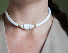 vintage 80s white art deco style white collar necklace. (996a-1.P)  color: white, gold materials: plastic condition: excellent - minor imperfections in plastic  diameter: 4.5   *measurements are taken seam to seam while lying flat.   *free U.S. shipping on orders over $150. (use code FREESHIPPING at checkout.) reduced international shipping on international orders over $200.   http://www.facebook.com/persephonevintagecom http://instagram.com/persephonevint…