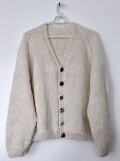 Beginner& Knit - Grandpa& Cardigan - FiftyFabulous beginner knit - cardigan Always aspired to figure out how to knit, although unclear the place to start? That Definite Be. Crochet Shrug Pattern, Knit Cardigan Pattern, Knit Patterns, Knit Crochet, Ladies Cardigan Knitting Patterns, Knitting Blogs, Knitting For Beginners, October Fashion, Shrug For Dresses