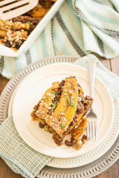 Pastelón de Plátano Maduro, or Sweet Plantain Lasagna, is a surprising combination of sweet and salty ingredients that unite into a highly addictive dish Easy Healthy Dinners, Easy Healthy Recipes, Paleo Recipes, Mexican Food Recipes, Healthy Snacks, Ethnic Recipes, Pastelon Recipe, Plantain Recipes, Bunless Burger