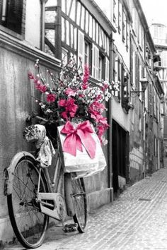Oohhh pink AND black & white photography <3