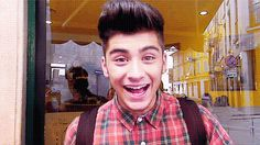 Zayn-Malik-One-Direction-Young-Thumbs-Up