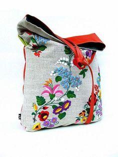 繊細な花柄の図案がかわいい♪お土産にも喜ばれるハンガリー刺繍の世界! ページ3   CRASIA(クラシア)