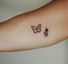 tattoos for women ~ tattoos for women ; tattoos for women small ; tattoos for guys ; tattoos for moms with kids ; tattoos for women meaningful ; tattoos with meaning ; tattoos for daughters ; tattoos with kids names Mini Tattoos, Dainty Tattoos, Pretty Tattoos, Foot Tattoos, Finger Tattoos, Tatoos, Small Rib Tattoos, Butterfly Tattoo Meaning, Butterfly Tattoos For Women