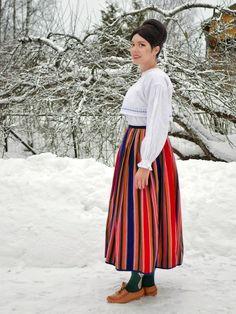Myös minun pukuni. Sain sen tädiltäni joka oli ostanut sen Vuorelmalta n. vuonna 1930. Olen käyttänyt sitä esiintymisissäni. Nyt se odottaa ullakolla tyttärentyttären tyttären  kasvamista mittoihin. Folk Costume, Costumes, Folk Clothing, Midi Skirt, High Waisted Skirt, Skirts, Traditional, Embroidery, Clothes