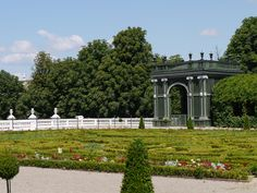 Discover Schönbrunn Palace on a virtual tour through the State Rooms of the Imperial summer residence in Vienna. George Washington Bridge, Virtual Tour, Touring, Palace, Places To Visit, Garden, Travel, Interesting Facts, Garten