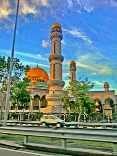 Jame'asr Hassanil Bolkiah Mosque - This mosque is the largest mosque in Brunei. It was built to commemorate the 25th anniversary the sultan's reign. It is locally known as the Kiarong or Jame' mosque.    Photo credited to geekinwhite.com