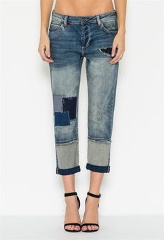 Patchwork is one of the biggest current trends. These boyfriends are the perfect pair to stay in style! Relaxed fit and an untacked cuffed hem for a slouchy look. The patchwork boyfriend jean features