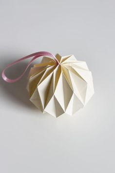 Diy Home : Illustration Description DIY Origami Ball Tutorial -Read More – Origami Christmas Ornament, Origami Ornaments, Paper Ornaments, Christmas Paper, Handmade Christmas, Christmas Crafts, Christmas Decorations, Christmas Balls, Origami Reindeer