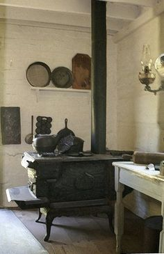 Seeing this old stove Made me smile, thinking of my grandparents who have passed:) Antique Kitchen Stoves, Antique Stove, Old Kitchen, Old Stove, Vintage Stoves, Fire Places, Primitive Antiques, Kitchen Equipment, Cozy Cottage