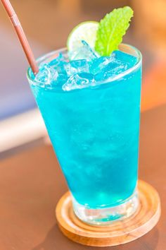 Blue Long Island Iced Tea Drink is part of Blue Long Island Recipe - The Blue Long Island is similar to a Long Island Iced Tea, but it features Blue Curacao instead of cola This gives it a nice orange flavor that's really enjoyable Blue Curacao Drinks, Blue Drinks, Beach Drinks, Summer Drinks, Long Beach Drink, Kid Drinks, Long Drink, Easy Alcoholic Drinks, Liquor Drinks
