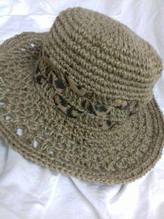 Chapéu de crochê com cizal
