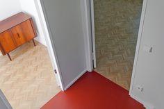Reihenhaus von Bruno Taut // Architektin: Lena Klanten // Foto: Kai Sternberg Bruno Taut, Kai, Tile Floor, Flooring, Storage, Furniture, Home Decor, Terraced House, Townhouse