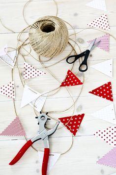 simple threaded bunting - no glue! Diy For Kids, Crafts For Kids, Diy And Crafts, Paper Crafts, Little Presents, Yarn Thread, Love Craft, Diy Party Decorations, Baby Decor
