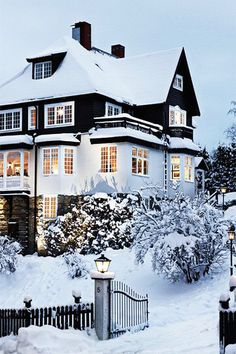 Seasonal Colorblocking - These Snow-Covered Homes Will Make You Love Winter - Photos