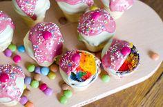 Du musst einen Kinderkuchen für den Kindergeburtstag backen? Dann haben wir auf dem Blog ein tolles Rezept für Cake-Pops für Dich. Viel Spaß beim Backen.