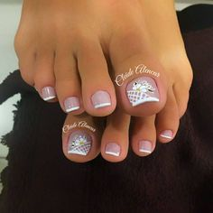 Pedicure y manicure French Manicure Toes, French Pedicure, Pedicure Nail Art, Toe Nail Art, Pretty Toe Nails, Cute Toe Nails, Toenail Art Designs, Pedicure Designs, Hair And Nails