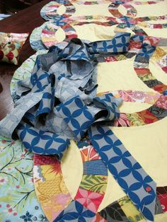 the plaid scottie: DWR Quilt Along: Layering, Quilting & Binding the Curved Edges