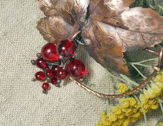Lovely copper brooch Red currant - Red berries brooch - Bocho nature brooch - Shawl pin with red berries