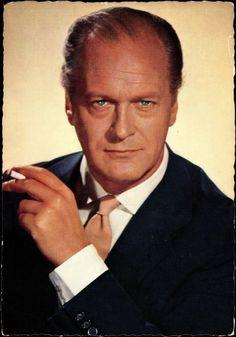 Curd Gustav Andreas Gottlieb Franz Jürgens (* 13. Dezember 1915 in München-Solln; † 18. Juni 1982 in Wien) war ein deutsch-österreichischer Bühnen- und Film-Schauspieler, der auch in zahlreichen internationalen Filmen zu sehen war.