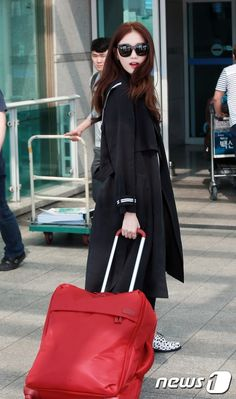 150915 Lee Sung Kyung at Incheon International Airport going to Paris