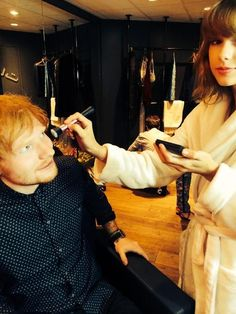 Ed Sheeran and Taylor Swift getting ready for the 2014 VMAs