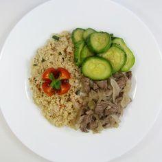 Iscas de filé mignon + Salada de quinoa + Abobrinha  Congelada