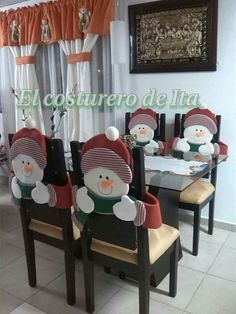 Espaldar.//////                 Sll Christmas Snowman, Simple Christmas, Christmas Home, Christmas Holidays, Christmas Ornaments, Christmas Chair Covers, Chair Back Covers, Easy Christmas Decorations, Holiday Crafts