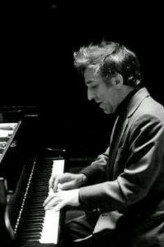 Vladimir Ashkenazy is one of my favorite pianists.
