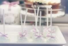 cake pops by holy sweet.