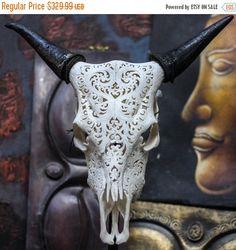 HALLOWEEN en vente sur vente - beau coeur sculpté à la main orienter / tête de mort avec des cornes de vache / Bull / Longhorns / Antique Buffalo taxidermie