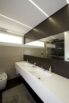 A Vast Contemporary Home in Ragusa, Italy Guest Bathroom Remodel, Modern Interior, Interior Design, Modern Bathroom, Contemporary, Mirror, Architecture, House, Home Decor