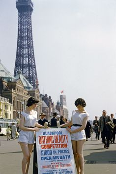 vintage everyday: Wonderful Color Photographs Show the Heyday of Blackpool Beach in the British Beaches, British Seaside, British Summer, British Isles, Blackpool Beach, Blackpool Pleasure Beach, Uk History, British History, Holiday Resort