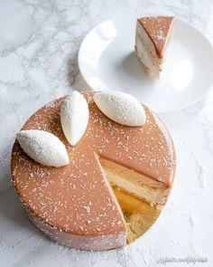 Caribbean dessert by Yann Couvreur - WordPress Sitesi Healthy Cupcake Recipes, Homemade Cake Recipes, Dessert Recipes, Fancy Desserts, Fancy Cakes, German Torte Recipe, Strawberry Torte Recipe, Entremet Recipe, Mousse Coco