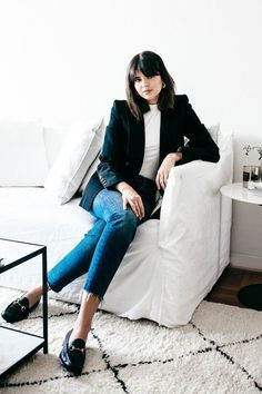 11 Ways You Should Be Wearing Jeans to Work - Loafers Outfit - Ideas of Loafers Outfit - This Effortless Denim Outfit Is Perfect for the Creative Office via Who What Wear Summer Work Outfits, Casual Work Outfits, Business Casual Outfits, Professional Outfits, Work Attire, Work Casual, Casual Summer, Spring Outfits, Denim Outfits