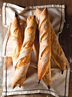 Naše babičky si piekli chlieb doma. Skúste to aj vy! Možností na výborné pečivo je neúrekom...