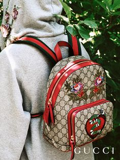 Haute Handbags Discover more gifts from the Gucci Garden. The GG Supreme limited edition backpack, featuring an embroidered kingsnake, heart and flowers. Gucci Handbags, Luxury Handbags, Purses And Handbags, Gucci Bags, Handbags Michael Kors, Fashion Bags, Fashion Backpack, Flower Fashion, Mode Hip Hop