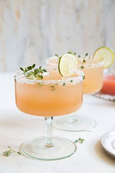 A refreshing cocktail for a fall wedding - the Honey Thyme Margarita - a tequila cocktail made with fresh squeezed juices and thyme infused honey. Cocktails Honey Thyme Margarita - The Little Epicurean Refreshing Cocktails, Summer Cocktails, Vodka Cocktails, Craft Cocktails, Alcoholic Drinks, Fall Drinks, Drinks Alcohol, Fall Wedding Cocktails, Vodka Martini