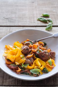 At Mindful Chef all of our recipes are 100% gluten free andwe never include refined card, therefore we're passionate about packing our recipes with nutritious vegetabels and high quality protein. We love getting adventurous with our veg and have use squash noodles as the bas for this Beef meatball & tomato basil ragu recipe.