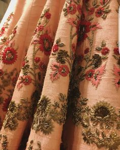 Resham Embroidery on lehenga Zardosi Embroidery, Hand Work Embroidery, Couture Embroidery, Indian Embroidery, Hand Embroidery Designs, Embroidery Suits Design, Kurti Designs Party Wear, Lesage, Indian Designer Outfits