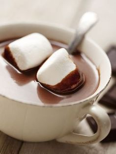 "shutterstock: ""Hot Chocolate with Marshmallows Photograph by Liv friis-larsen "" Crockpot Hot Chocolate, Café Chocolate, Hot Chocolate Recipes, Chocolate Marshmallows, Dipped Marshmallows, Chocolate Dipped, Nutella Pizza, Vegan Art, Yummy Drinks"