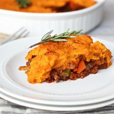 Shepherd's Pie, a hearty & satisfying Whole30-friendly recipe the entire family will enjoy. Its freezer-friendly so feel free to double and freeze half.