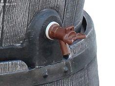 Die Kunststoff Regentonne Roto anthrazit wird geliefert inklusive Hahn und Fuβ!