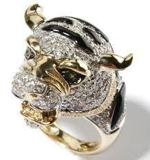 Taurus ring - I need it ! Jewelry For Her, Fine Jewelry, Jewellery, Most Expensive Jewelry, Black Onyx Ring, Black Gold Jewelry, Diamond Eyes, Schmuck Design, Precious Metals